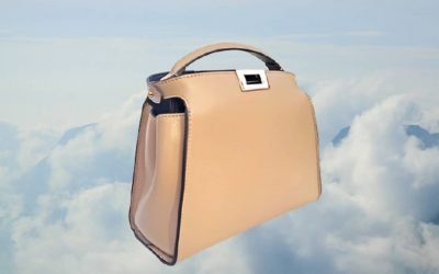 Sophisticated light colored bags are great for minimalist style and instantly elevates any look @cateyesandcandy